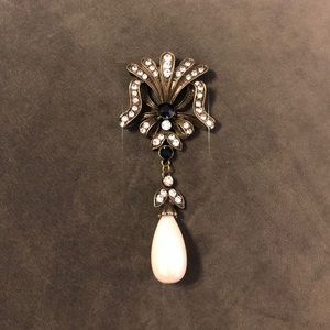 Jewelry - Women's pearl pin excellent condition